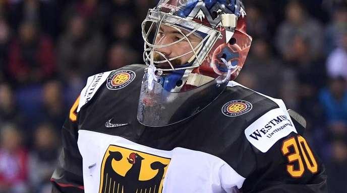 Torhüter Philipp Grubauer musste gegen Frankreich verletzt vom Eis.