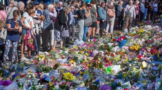 Mitte März hatte ein australischer Rechtsextremist zwei Moscheen in Christchurch angegriffen und 51 Menschen getötet. Er hatte die Attacke Facebooks Livestreaming-Plattform übertragen.