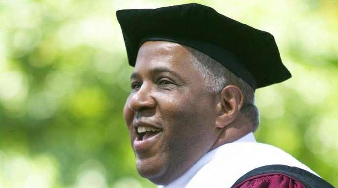 Robert F. Smith, Unternehmer aus den USA, verkündete die Übernahme von Studentenkrediten.