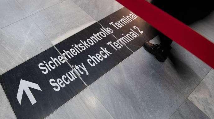 Airlines, die ihre Check-In-Zeit sehr knapp bemessen, tragen mit zum Gedränge bei den Sicherheitskontrollen bei.