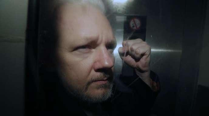 Assange drohen im Fall einer Auslieferung an die USA und einer Verurteilung in allen nun insgesamt 18 Anklagepunkten eine Höchststrafe von insgesamt bis zu 175 Jahren Haft.