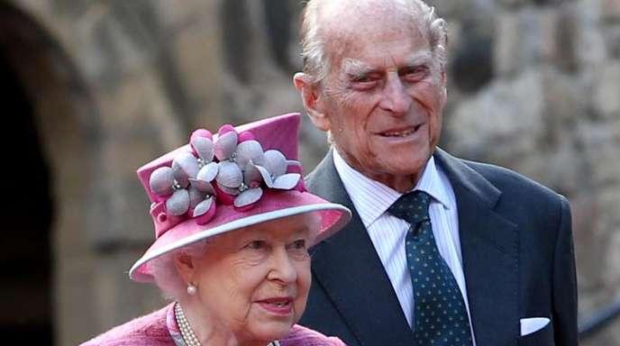 Immer eine halben Schritt hinter ihr: Prinz Philip und Queen Elizabeth 2017 in Edinburgh.