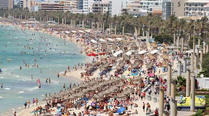 Hotels am Strand von El Arenal: Mallorca fürchtet eine Wiederholung des Supersommers 2018 in Deutschland.