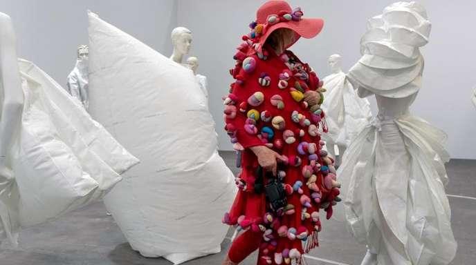 """Das Kunstwerk """"Life Dress"""" (2018) von Alicia Framis auf der Art Basel."""