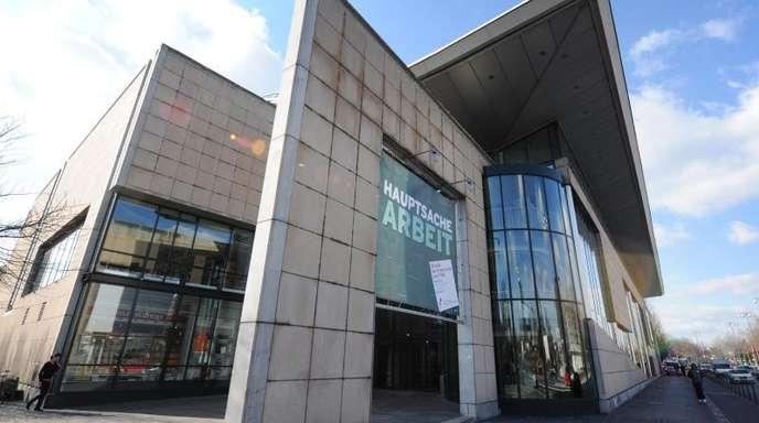 Blick auf das Haus der Geschichte in Bonn. Das Museum wurde am 14. Juni 1994 von Helmut Kohl eröffnet.