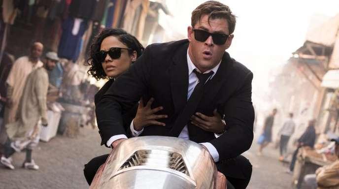 Agentin M (Tessa Thompson) und Agent H (Chris Hemsworth)geben Gas.
