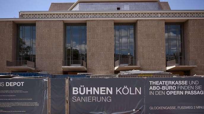 Oper und Schauspielhaus in Köln. Die Wiedereröffnung war für November 2015 vorgesehen. Weniger als vier Monate vorher wurde sie abgesagt.