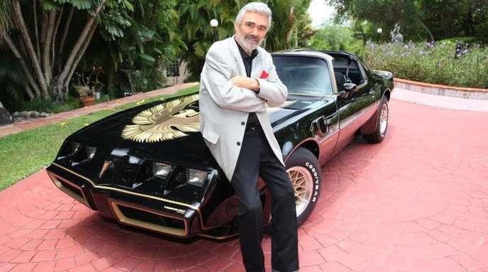 Burt Reynolds mit seinem Pontiac Trans Am.