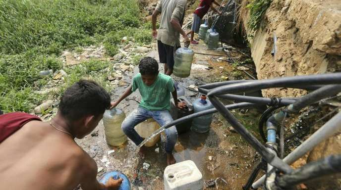 Mehr als zwei Milliarden Menschen weltweit haben nach einem Bericht der Vereinten Nationen weiterhin keine sichere Versorgung mit sauberem Trinkwasser.