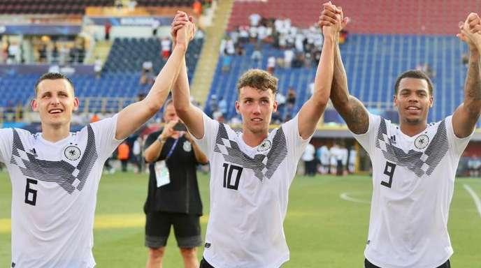 Luca Waldschmidt (M.) sorgt bei der U21-EM für Furore.