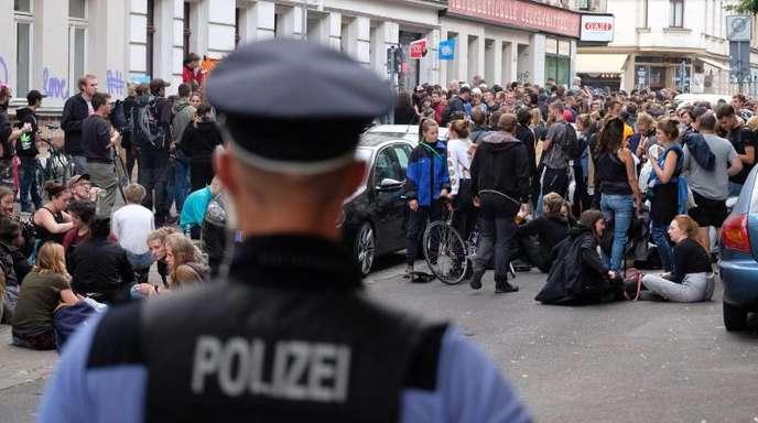 Bei der Demonstration sind Elf Polizisten verletzt und drei enschen vorläufig festgenommen worden.