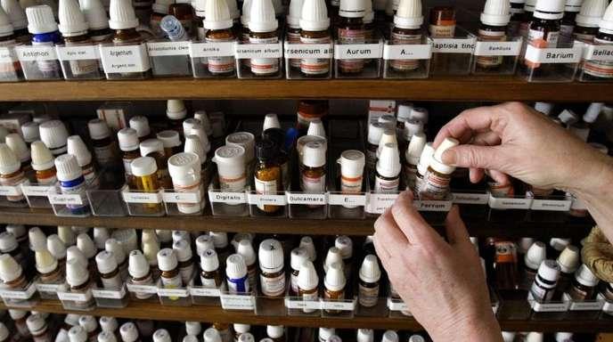 In Frankreich sollen homöopathische Arzneimittel bald nicht mehr von den Kassen bezahlt werden. Das wird nun auch in Deutschland diskutiert.