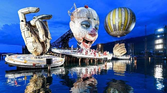 Verdis Oper «Rigoletto» wird zum ersten Mal in Bregenz aufgeführt.