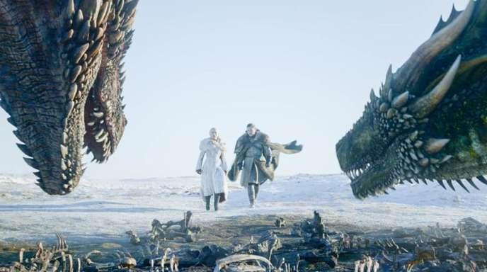 """Emilia Clarke (l) und Kit Harington in einer Szene aus der letzten Episode von """"Game of Thrones""""."""