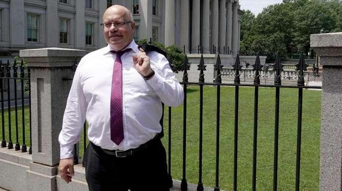 Bundeswirtschaftsminister Peter Altmaier (CDU) steht nach einem Treffen mit US-Finanzminister Mnuchin vor dem US-Finanzministerium.