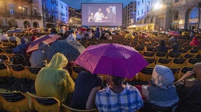 Filmvorführung auf der Piazza Grande in Locarno.