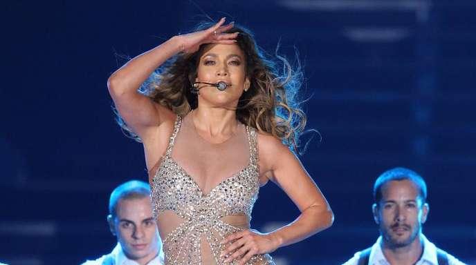 US-Sängerin Jennifer Lopez tritt erstmals in den Vereinigten Arabischen Emiraten auf.