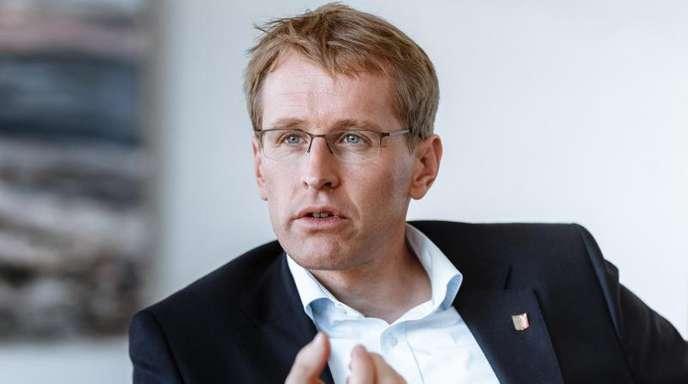 Schleswig-Holsteins Ministerpräsident Daniel Günther will mit Sachsens Regierungschef Michael Kretschmer einen Entschließungsantrag zum Schutz nationaler Minderheiten und Volksgruppen im Grundgesetz dem Bundesrat vorlegen.