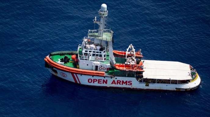 Das Rettungsschiff «Open Arms» der Hilfsorganisation Proactiva Open Arms liegt im Mittelmeer vor der Küste der Insel Lampedusa.
