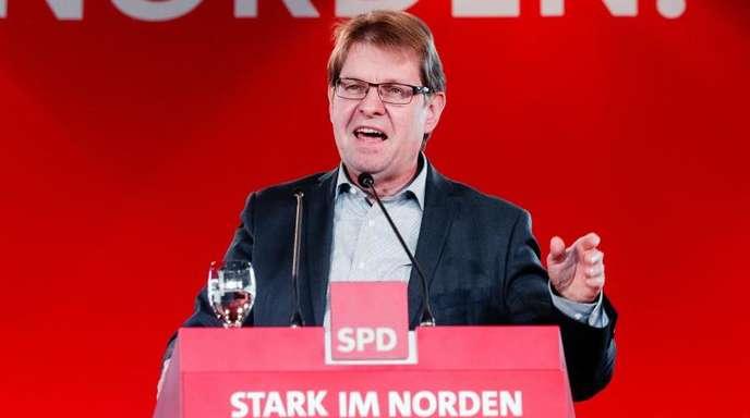 Ralf Stegner (SPD) spricht auf dem Landesparteitag der SPD Schleswig-Holstein zur Europawahl 2019.