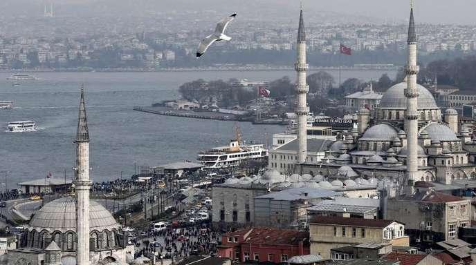 Blick auf Istanbul. Zur Zeit leben etwa 16 Millionen Menschen in der Metropole am Bosporus.