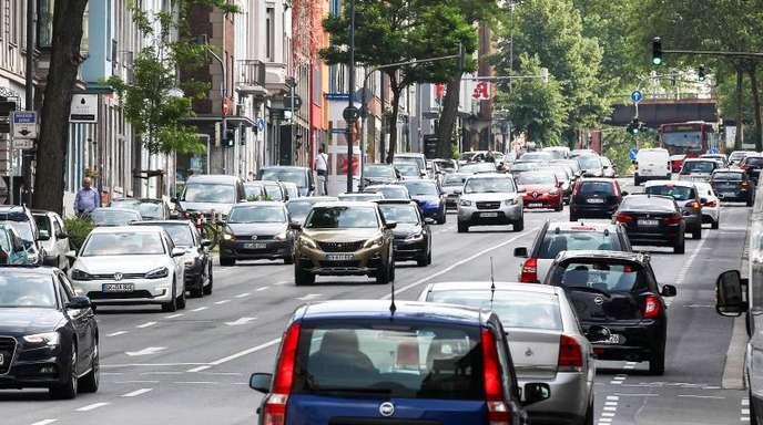 Nach dem Gerichtsurteil zur Luftverschmutzung in Aachen fordern die Städte von der Autobranche mehr Tempo bei der Nachrüstung älterer Dieselautos.