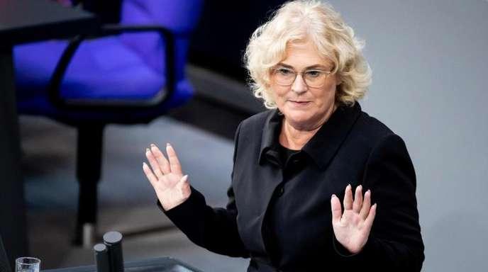 Bundesjustizministerin Christine Lambrecht (SPD) will Unternehmen bei schweren Gesetzesverstößen künftig deutlich schärfer bestrafen.