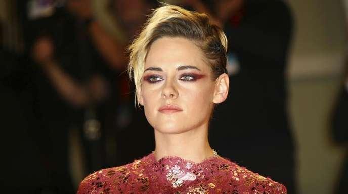 Schauspielerin Kristen Stewart würde sich der Karriere wegen nicht in der Öffentlichkeit verstellen.