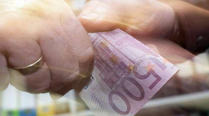 Im Schnitt brächten kriminelle Kollegen ihre Arbeitgeber um knapp 115.000 Euro, bevor sie aufflögen.