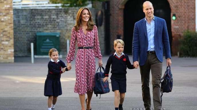Prinzessin Charlotte in Begleitung ihrer Eltern und ihres Bruders Prinz George.