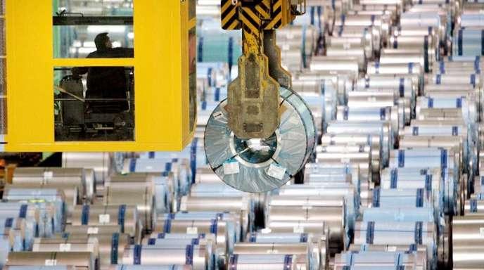 Feuerbeschichtungsanlage von ThyssenKrupp in Dortmund: Die Produktionsflaute in der deutschen Industrie setzt sich fort.