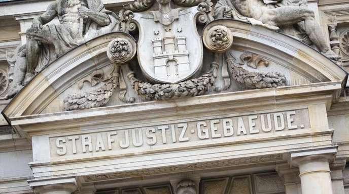Der Haupteingang zum Strafjustizgebäude in Hamburg.