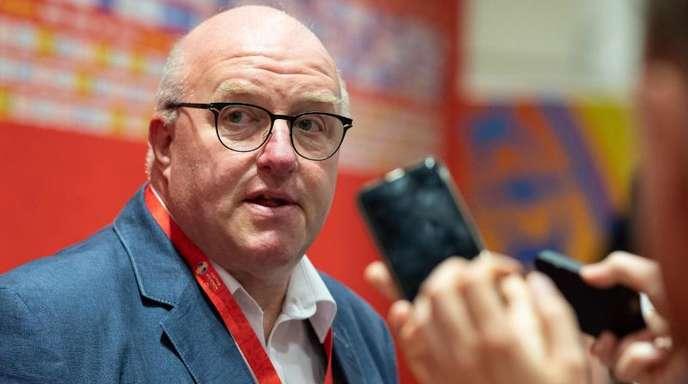 Ingo Weiss, Präsident des Deutschen Basketball Bundes, beantwortet nach dem Spiel in der Mixed-Zone Fragen.