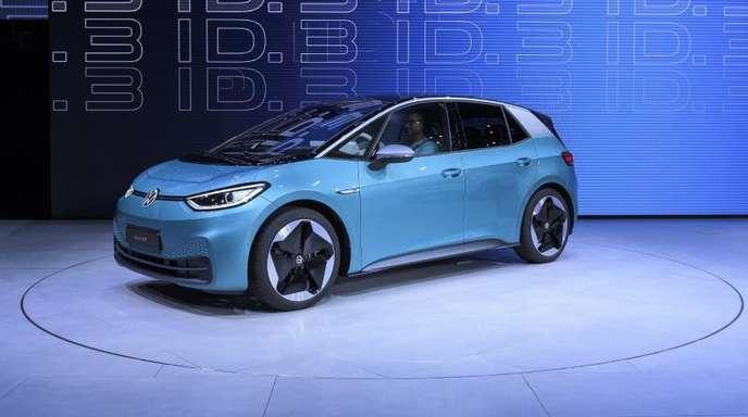 Das neue Elektroauto ID.3 der Marke Volkswagen wird auf dem Messegelände der IAA präsentiert.