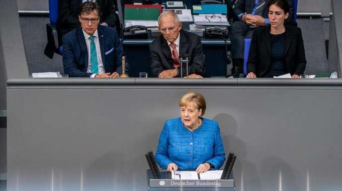 Bundeskanzlerin Angela Merkel spricht bei der Generaldebatte im Deutschen Bundestag.