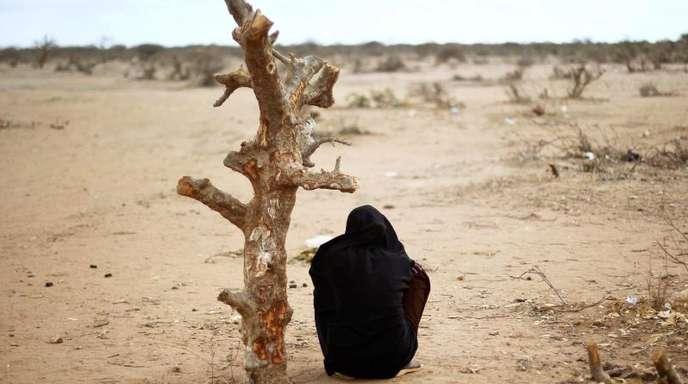 Eine schwangere Frau aus Somalia in der Nähe eines UNHCR Flüchtlingslagers in Kenia.