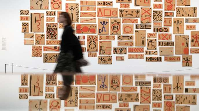 """Blick in die Ausstellung «A. R. Penck """"Ich aber komme aus Dresden (check it out man, check it out)""""»."""