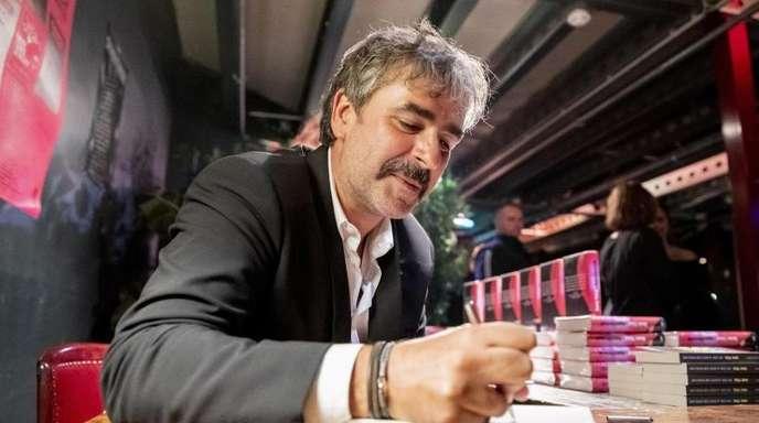 Deniz Yücel stellt sein Buch «Agentterrorist» in Berlin vor.