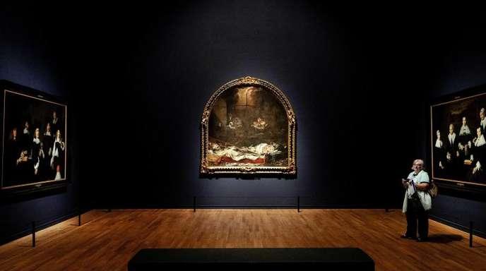 Die Gemälde «Regenten des Haarlem Oudemannenhuis», «Finis Gloriae Mundi» und «Regenten des Haarlem Oudemannenhuis» im Amsterdamer Reichsmuseum.