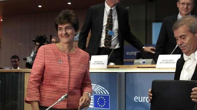 Sylvie Goulard (l.), designierte EU-Kommissarin für den Binnenmarkt, auf dem Weg zu ihrer Anhörung im Europäischen Parlament.