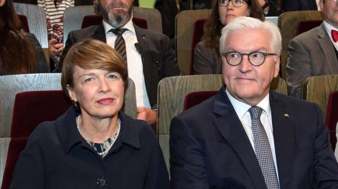 Bundespräsident Frank-Walter Steinmeier und seine Frau Elke Büdenbender nehmen im Gewandhaus Leipzig am Festakt zu 30 Jahren Friedliche Revolution teil.