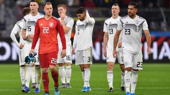 Gang in die Kurve: Die DFB-Elf bedankt sich bei den Fans in Dortmund.