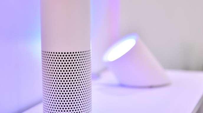 Der smarte Lautsprecher Amazon Echo. Berliner Sicherheitsforschern gelang es, Apps zu verbreiten, mit denen sich Nutzer unbemerkt abhören ließen.
