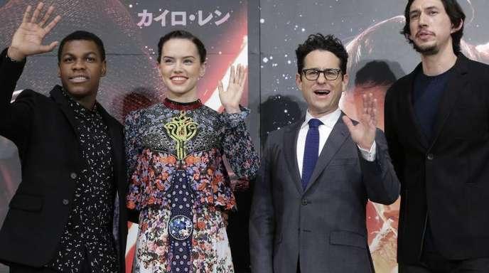 Sie sind auch beim Finale wieder mit dabei:John Boyega, Daisy Ridley,Regisseur J.J. Abrams und Adam Driver.