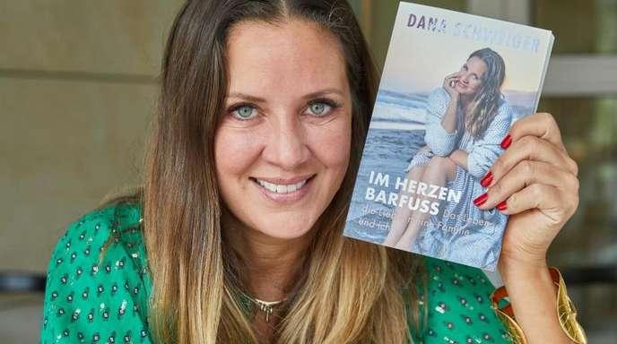 Dana Schweiger hat ein Buch über ihr Leben geschrieben.
