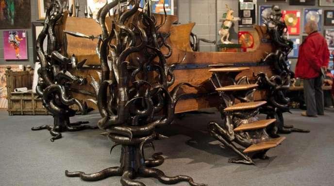 Das Bett von Keith Flint - eine Sonderanfertigung aus Holz und Metall.