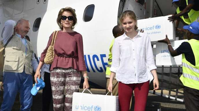 Königin Mathilde von Belgien und ihre Tochter Kronprinzessin Elisabeth besuchten vor wenigen Monaten das Flüchtlingslager Kakuma in Kenia und brachten Unicef-Hilfsgüter mit.