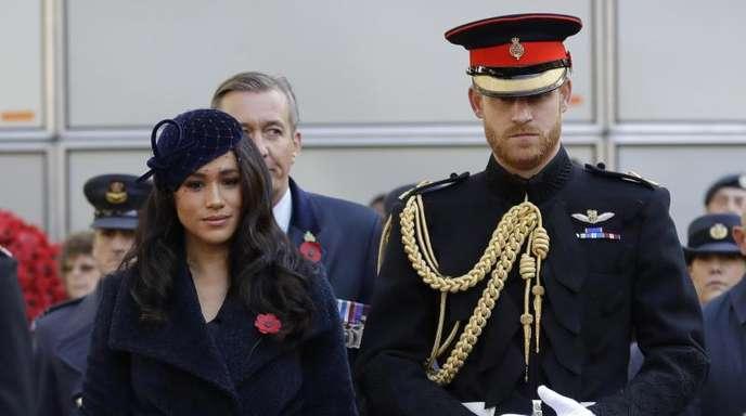 Meghan (l), Herzogin von Sussex, und der britische Prinz Harry, Herzog von Sussex, besuchen die Gedenkstätte «Field of Rememberance» an der Westminster Abbey.