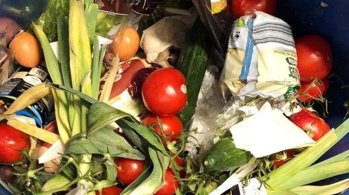 Zwei Studentinnen aus Bayern, die beim «Containern» von Lebensmitteln erwischt wurden, wehren sich gegen ihre Verurteilung: Sie legen Beschwerde beim Bundesverfassungsgericht ein.