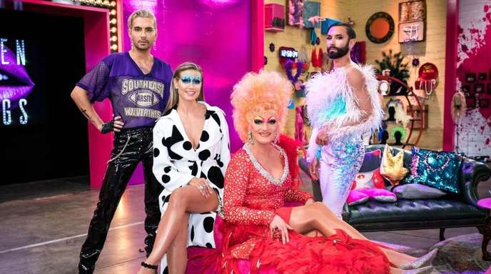 Olivia Jones (vorne) unterstützt Bill Kaulitz (hintere Reihe, l-r), Heidi Klum und Conchita Wurst in der Jury von «Queen of Drags».
